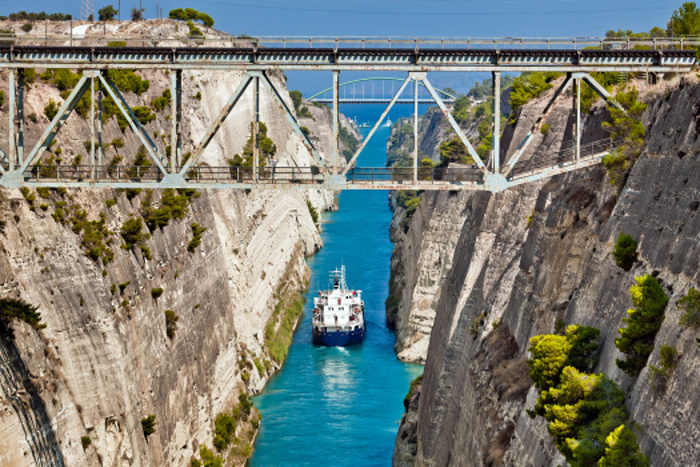A boat crossing the Corinth Canal © Alexander Tolstykh - Shutterstock