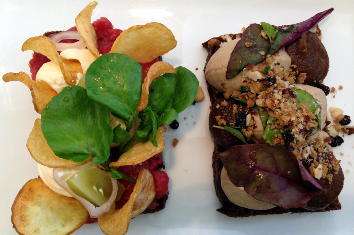 Danish smørrebrød with steak tartar and chicken liver mousse © cyclonebill - CC BY-SA 2.0
