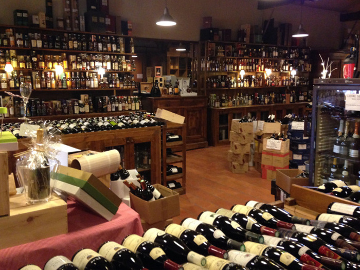 Julien de Savignac wine store in the Dordogne © Alexis Averbuck - Lonely Planet