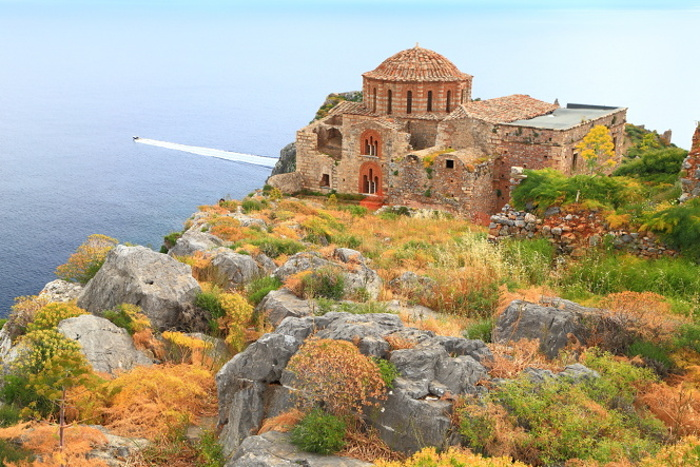 The Church of Agia Sofia on Monemvasia © Inu - Shutterstock