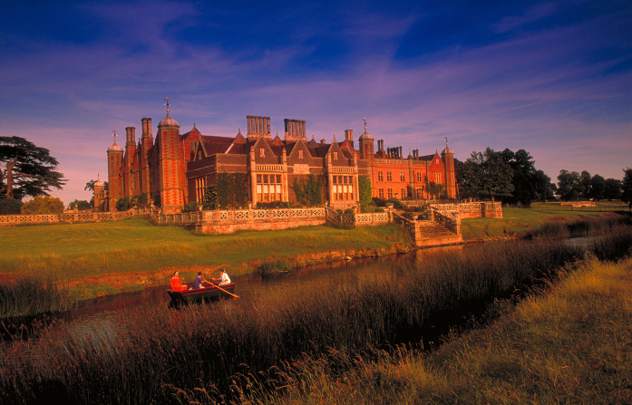 The grand country house of Charlecote Park -© VisitBritain - Britain on View - Getty Images